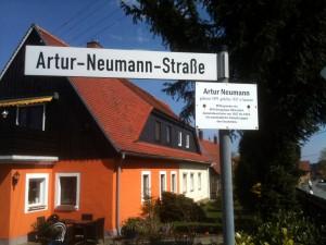 In Olbersdorf erinnert eine Straße an Artur Neumann.