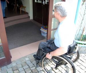 unüberwindbar: Treppen bei Bibliiothek